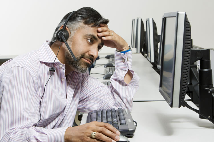 support-hearing-a-customer-in-a-call-incognito-software