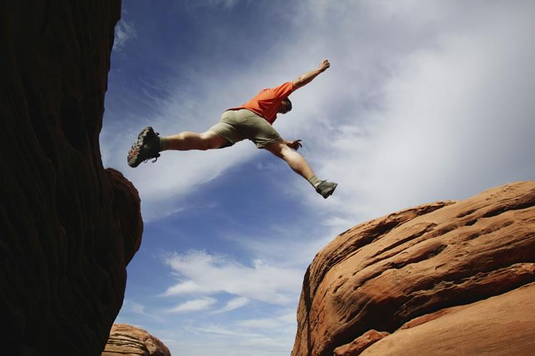 incognito-software-man-jumping