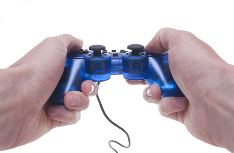 incognito-software-hand-holding-videogame-controller