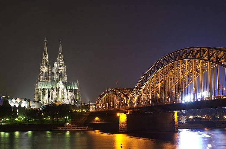 europe-bridge-in-night-incognito-software