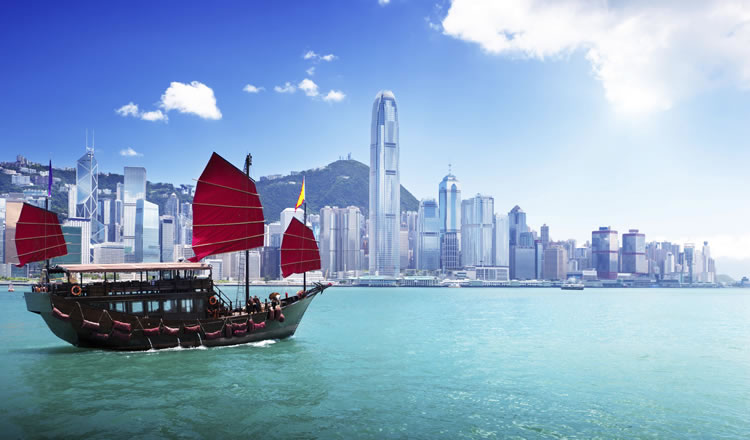 small-ship-with-hong-kong-in-the-background-incognito-software