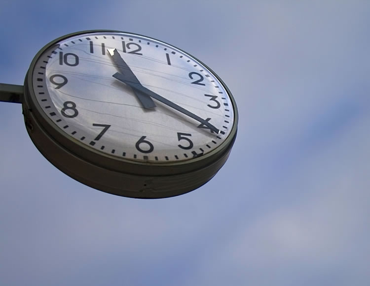 clock-with-sky-in-the-background-incognito-software