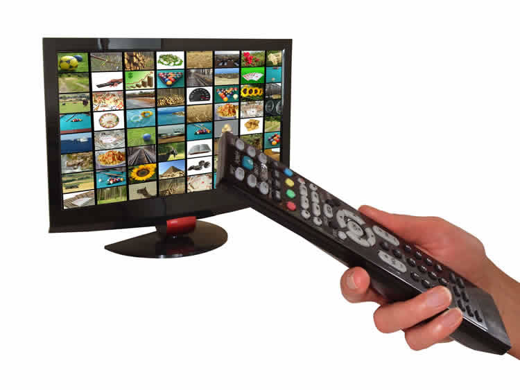 hand-holding-a-tv-controller-incognito-software