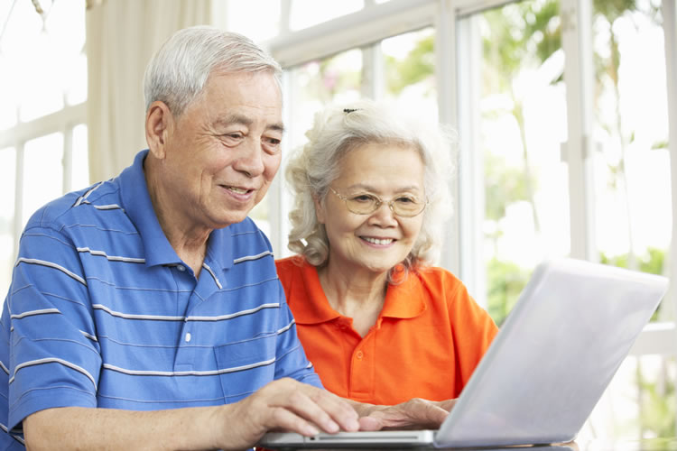 elderly-couple-in-a-laptop-incognito-software