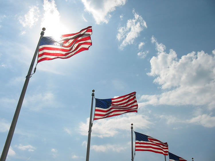usa-flags-with-sky-in-the-background-incognito-software