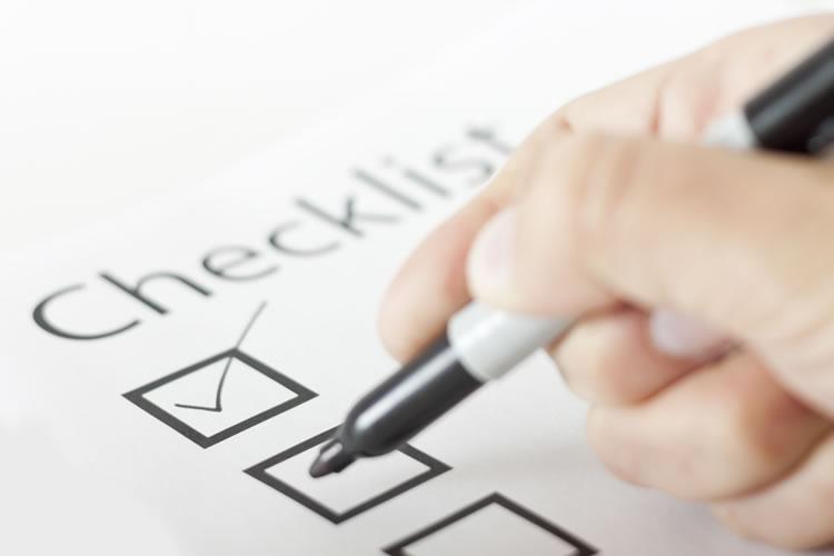 hand-marking-a-checklist-incognito-software