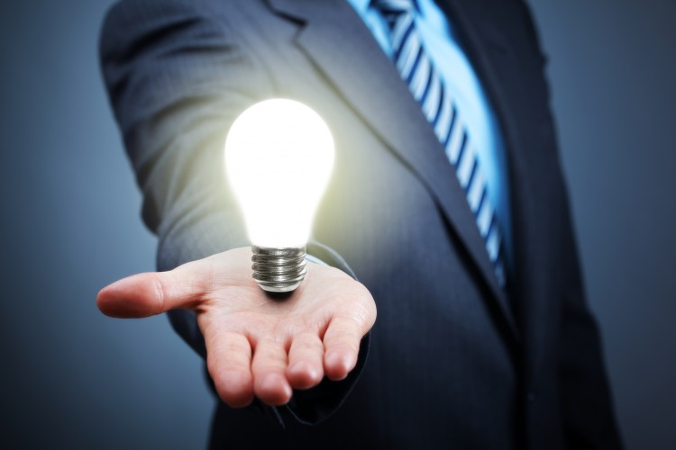 mand-holding-a-light-bulb-above-his-hand-incognito-software